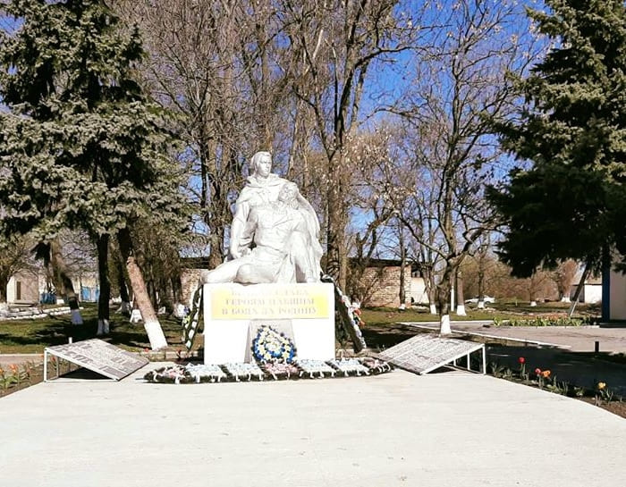 памятник в Грушино